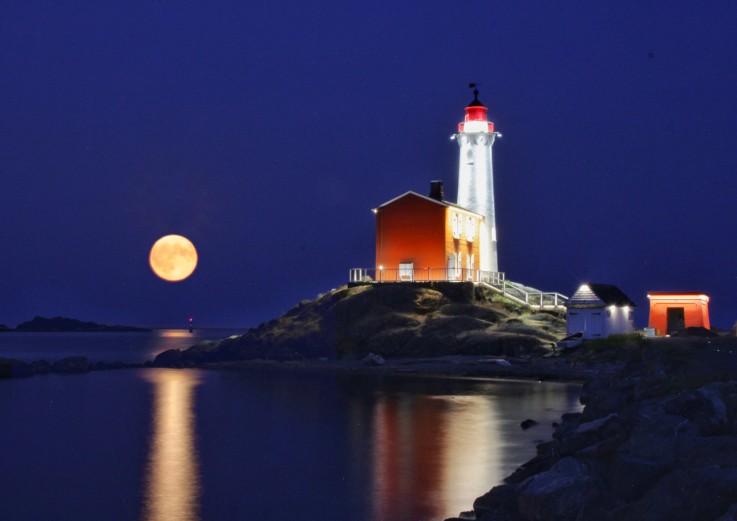 Full moon over Fisgard Lighthouse