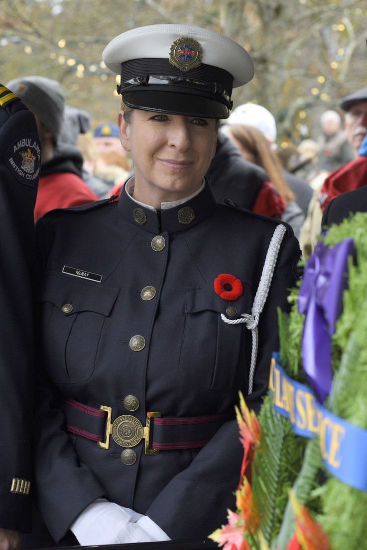 Female member of the military at the cenotaph 2018. Photo by Lorna Shaw